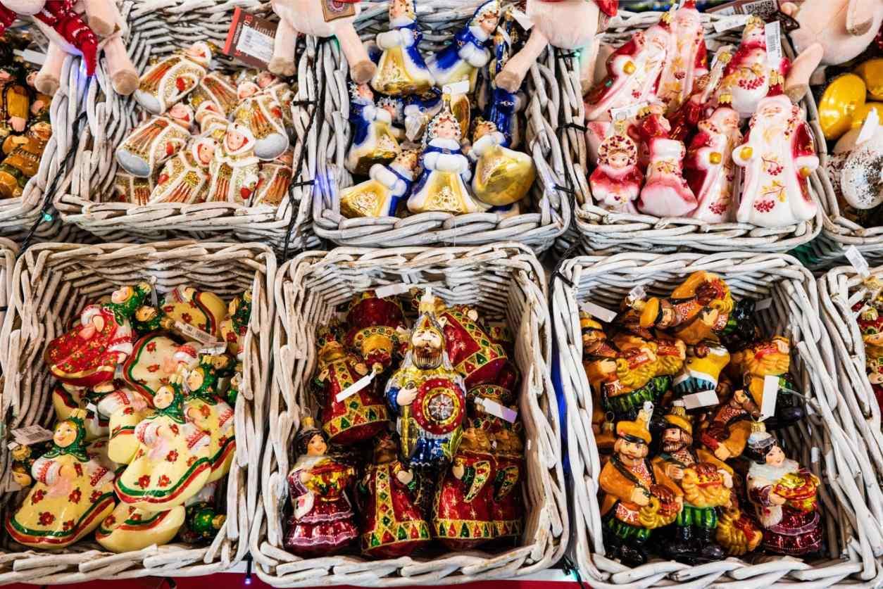 colourful-christmas-ornaments-at-christmas-markets