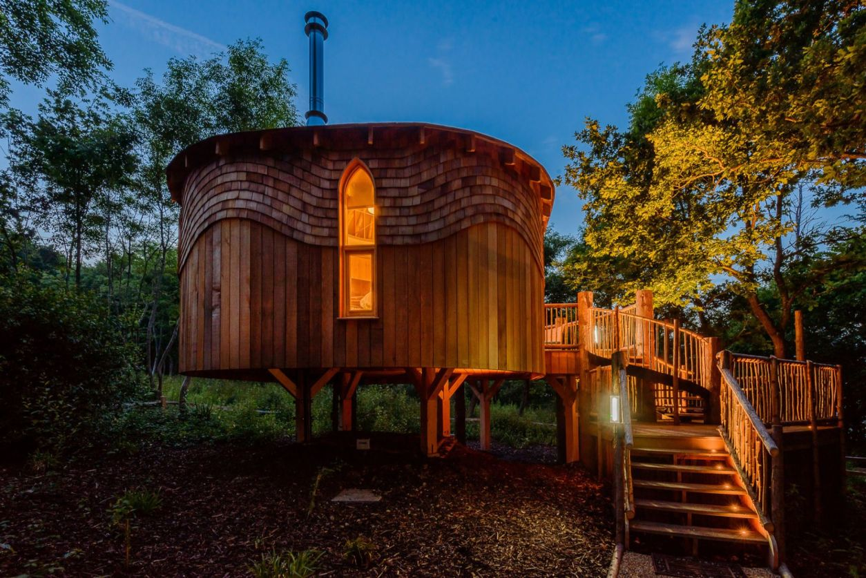 low-round-treehouse-in-woods-lit-up-at-night-woodside-bay-wootton-bridge-isle-of-wight