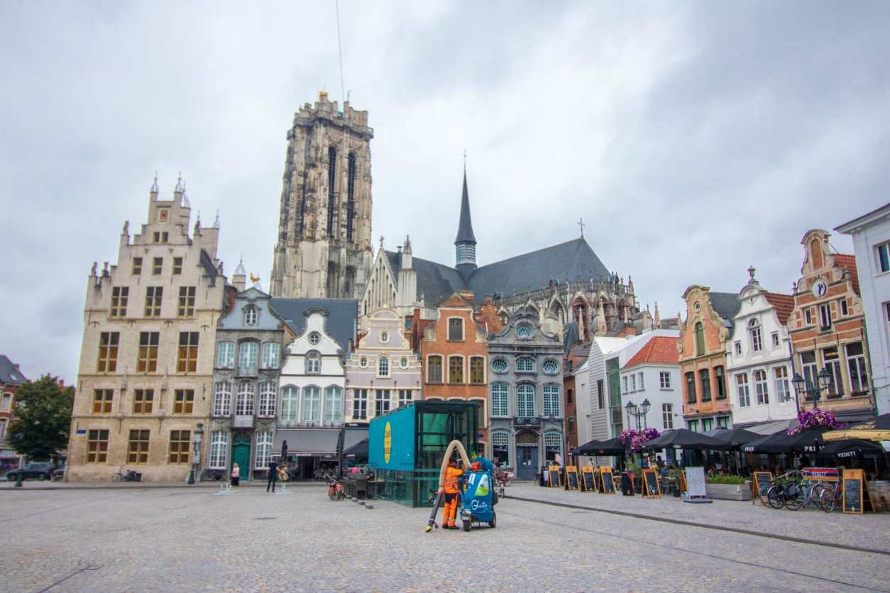 pretty-european-central-square-with-a-cathedral-colourful-buildings-and-outdoor-restaurants-grote-markt-reasons-to-visit-mechelen-belgium