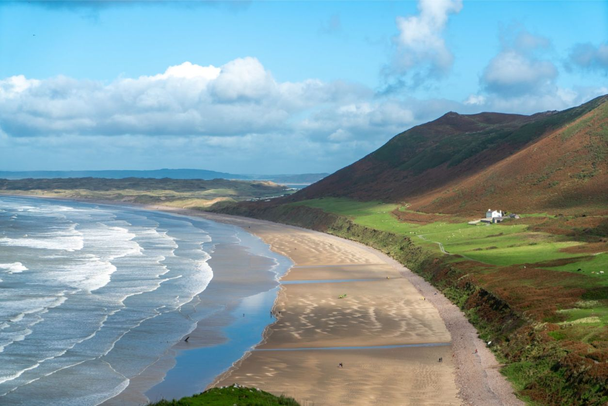 light-hitting-the-coast-sea-and-beach-at-rhossili-bay-weekend-in-the-gower-swansea-bay-wales
