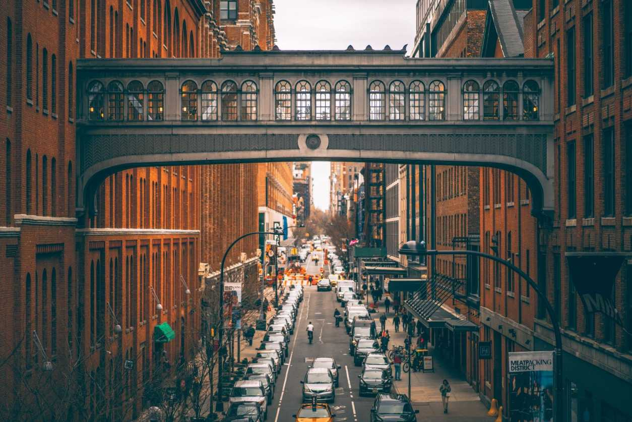 iconic-bridge-across-busy-manhattan-street-in-meatpacking-district-photographed-from-view-from-the-high-line-new-york-in-4-days