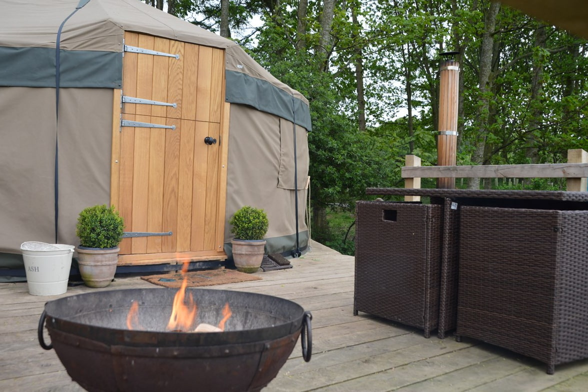 yurt-on-decking-in-forest-with-hot-tub-and-bbq-wensleydale-experience-yurts-leyburn-glamping-with-hot-tub-yorkshire