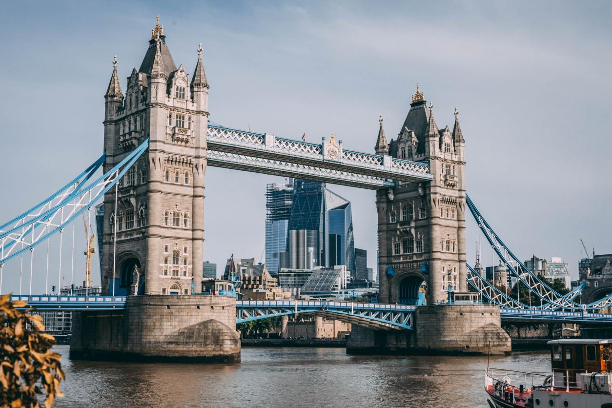 boat-moving-towards-london-tower-bridge-on-the-river-thames