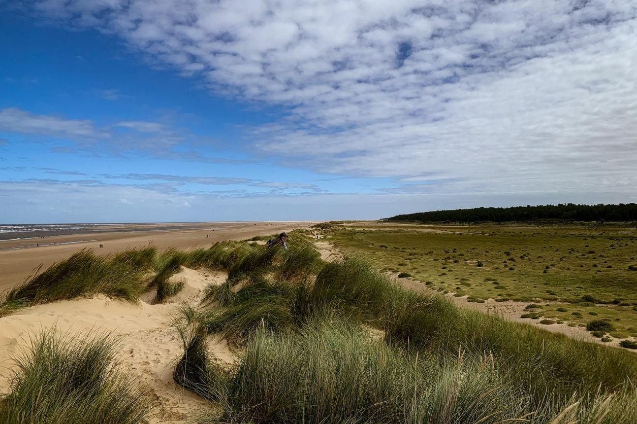 sand-dunes-rolling-onto-beach-on-sunny-summer-day-holkham-beach-wells-next-the-sea-day-trips-from-peterborough