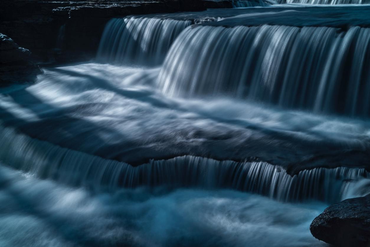shallow-waterfall-aysgarth-falls