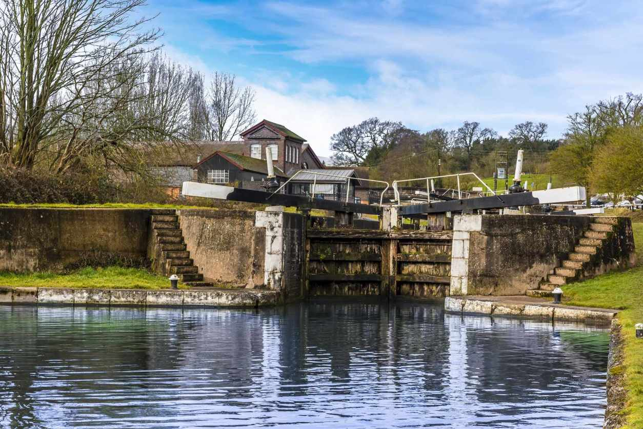 a-closed-lock-gate-at-hatton-locks-on-a-winters-day