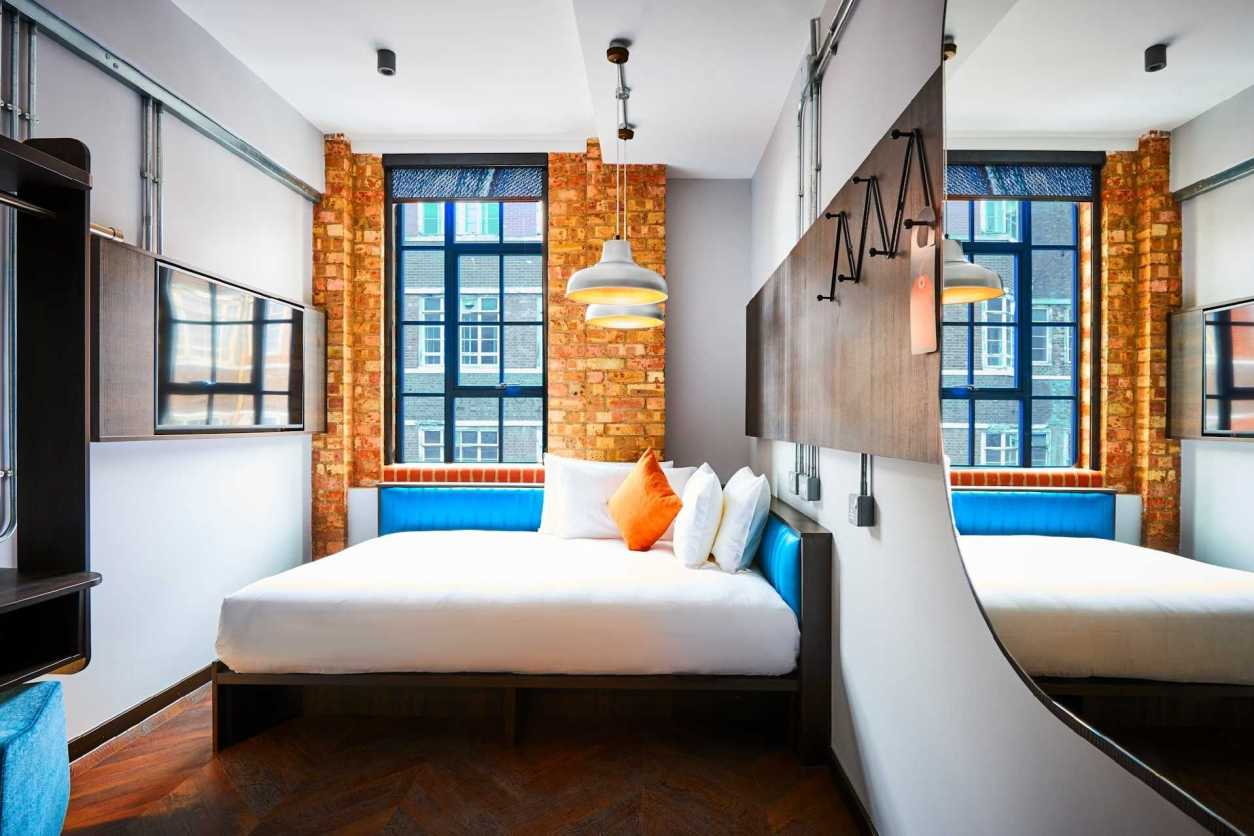 colourful-new-road-hotel-room