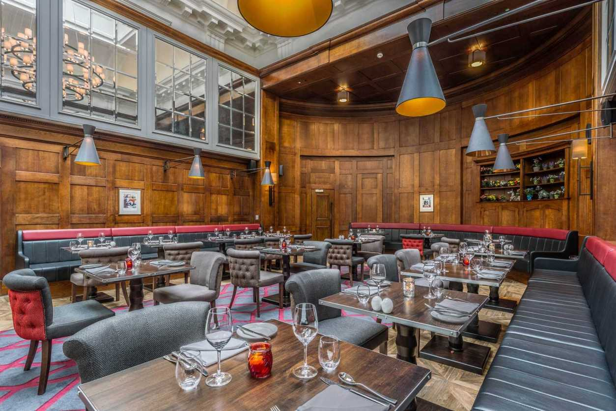 courthouse-shoreditch-restaurant-tables