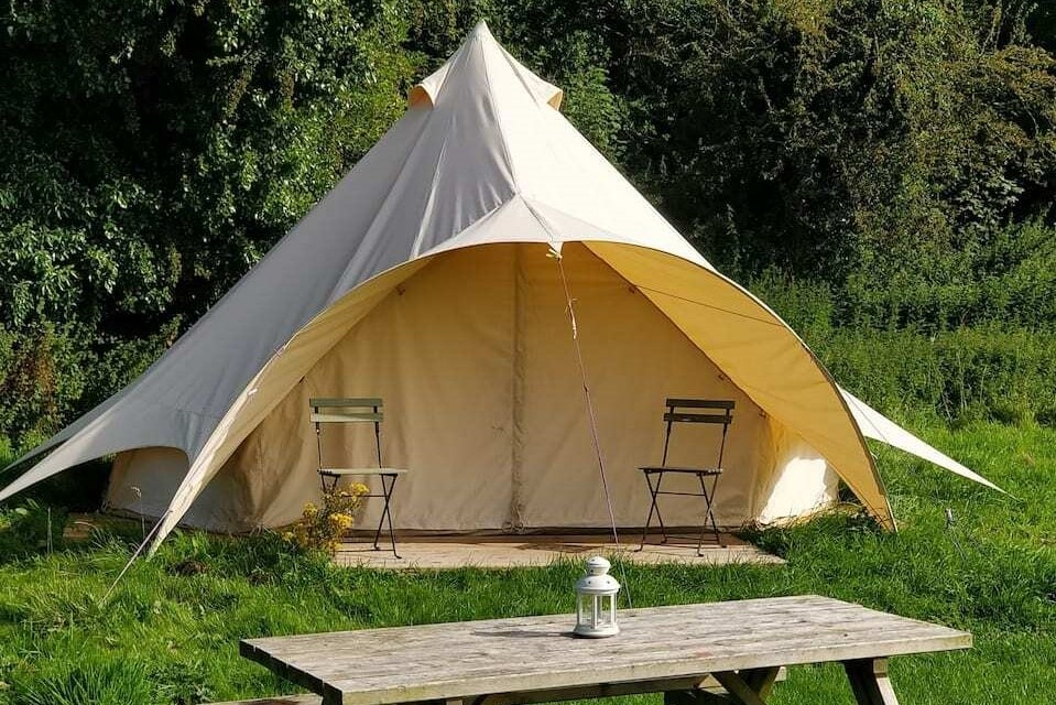 dexter-bell-tent-with-picnic-table-at-rock-farm-slane