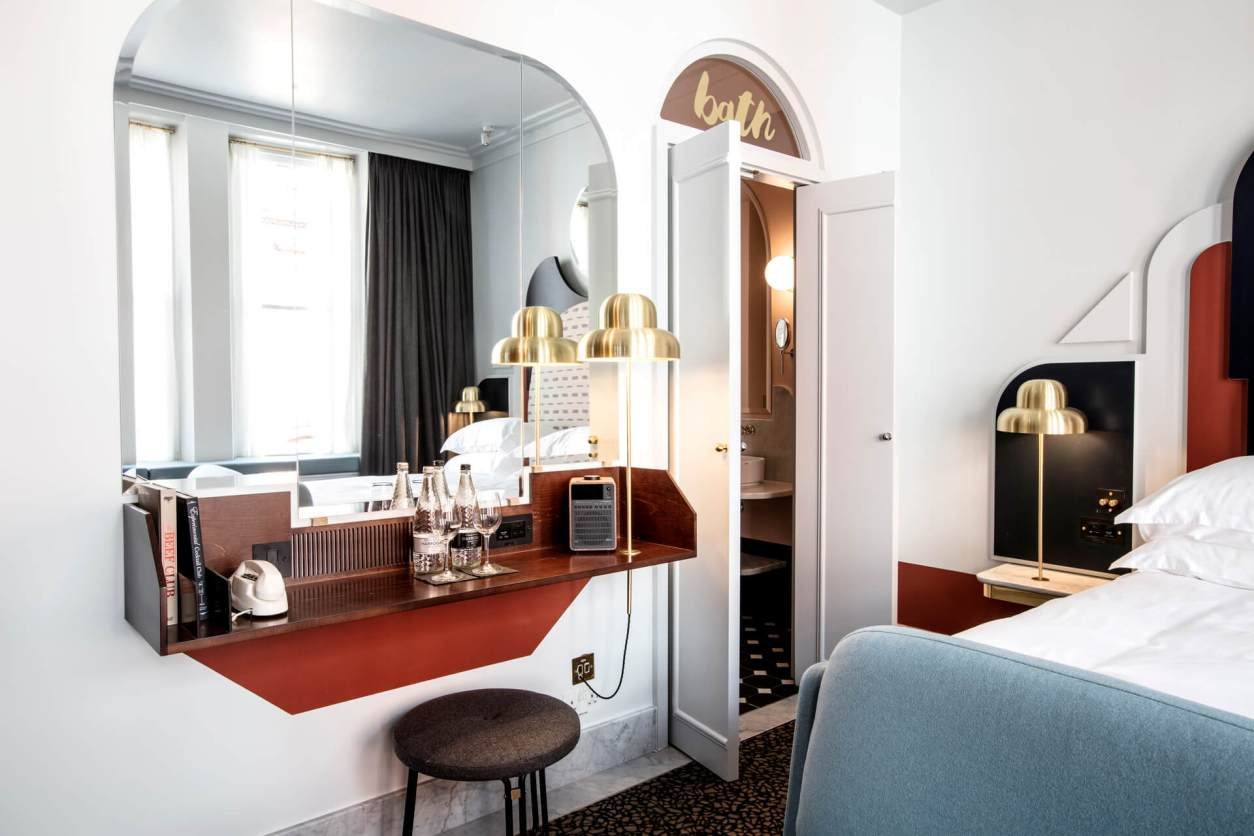 minimalist-retro-hotel-room-at-henrietta-hotel-quirky-london-hotels