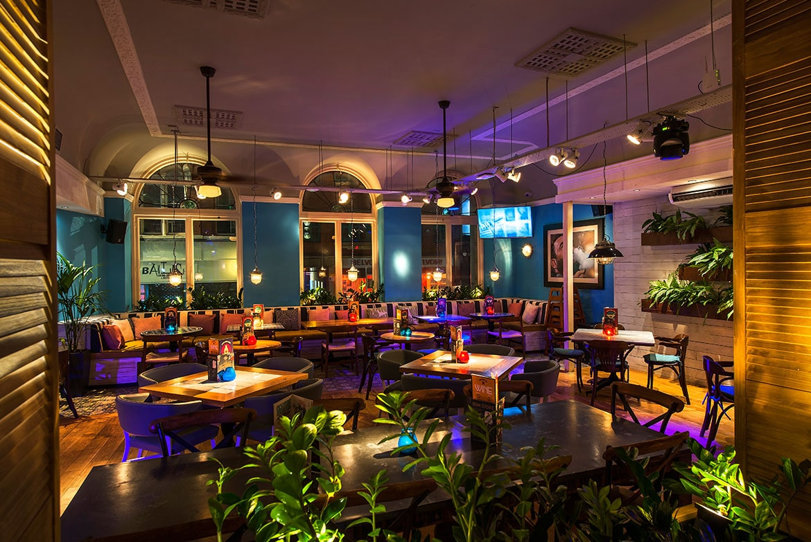 revolucion-de-cuba-nottingham-interior-at-night