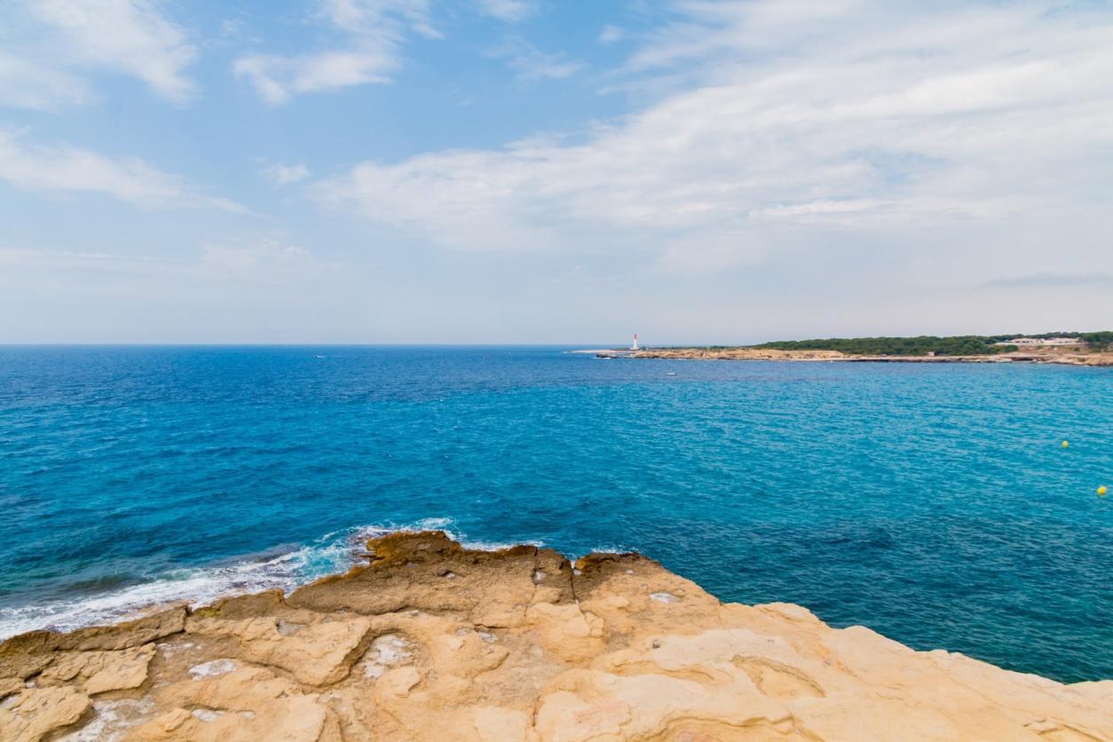 rocks-by-crystal-clear-blue-ocean-cote-d'azur