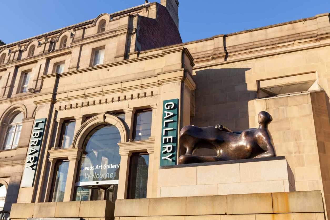 statue-outside-leeds-art-gallery