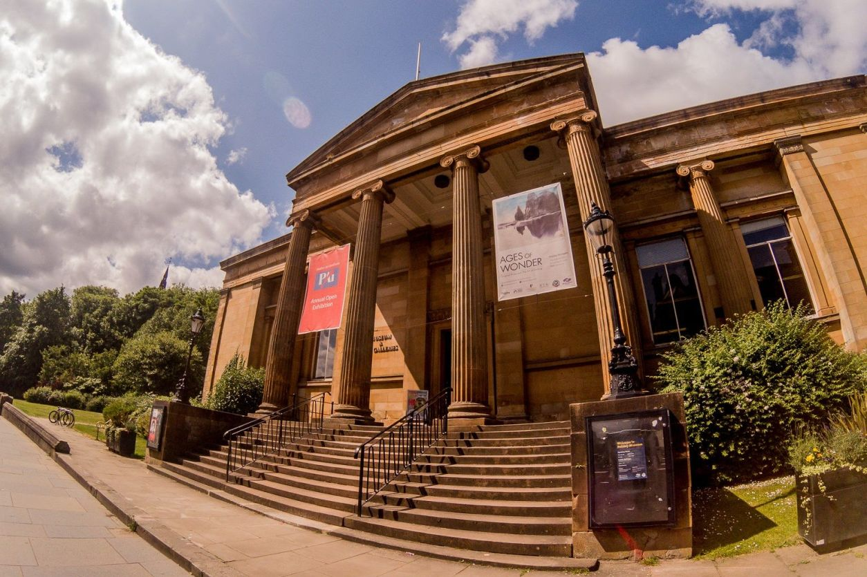 steps-leading-up-to-historic-building-paisley-museum-and-art-gallery