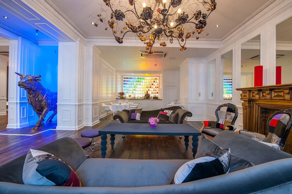 the-exhibitionist-hotel-large-suite