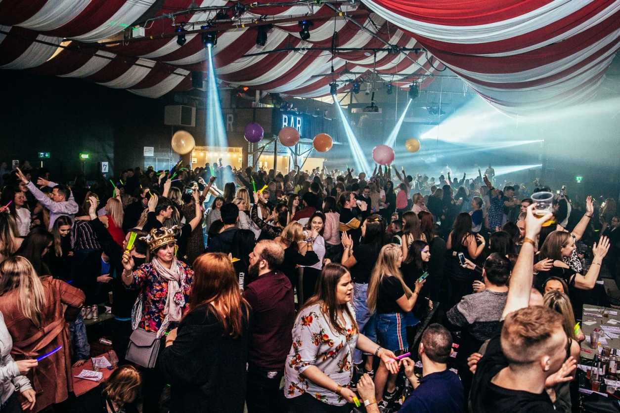 big-crowd-of-people-partying-in-a-warehouse-at-bongos-bingo