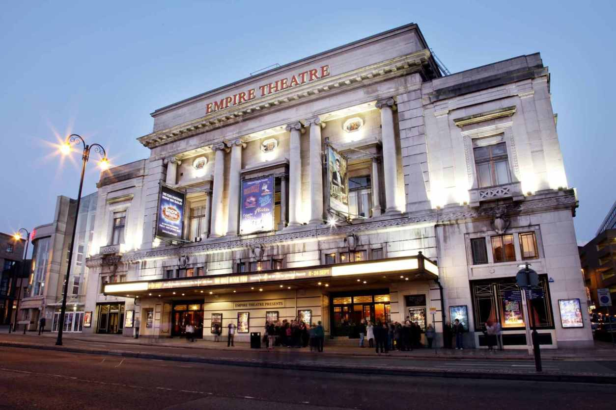crowds-waiting-outside-liverpool-empire-theatre-at-sunset-in-evening-date-ideas-liverpool