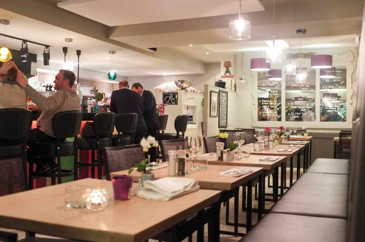 interior-of-little-paris-restaurant-in-waterloo-with-people-sat-at-bar