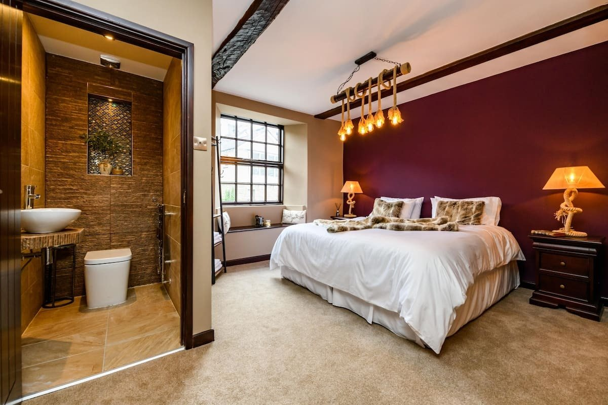 kingsize-bed-and-ensuite-room-in-lux-large-manor