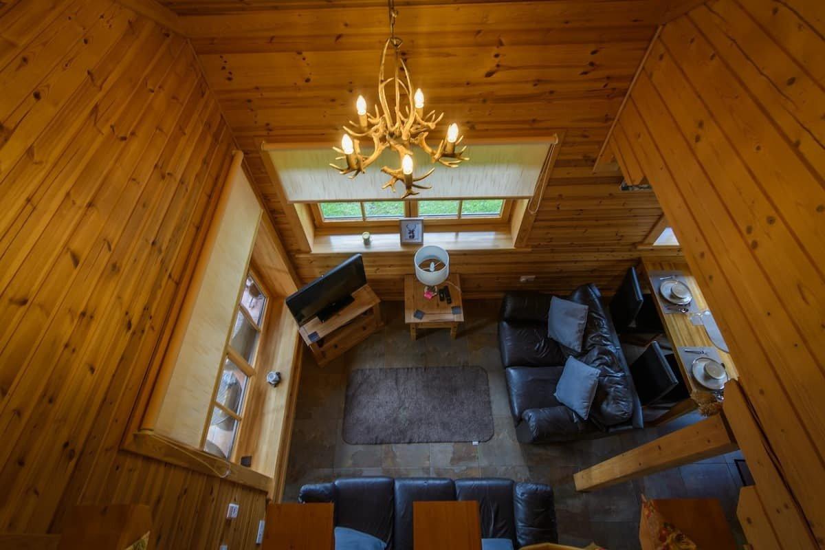 living-area-of-the-roe-deer-log-cabin