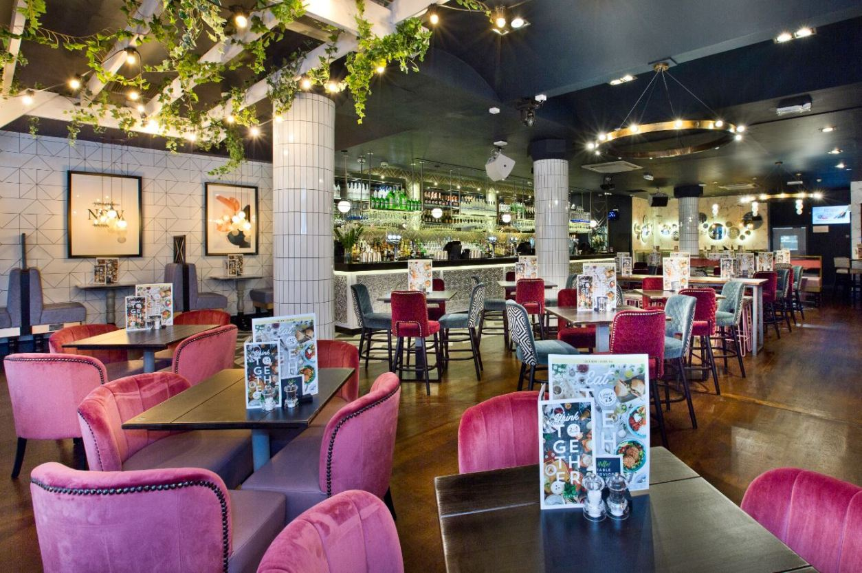 slug-and-lettuce-restaurant-and-bar-with-pink-chairs