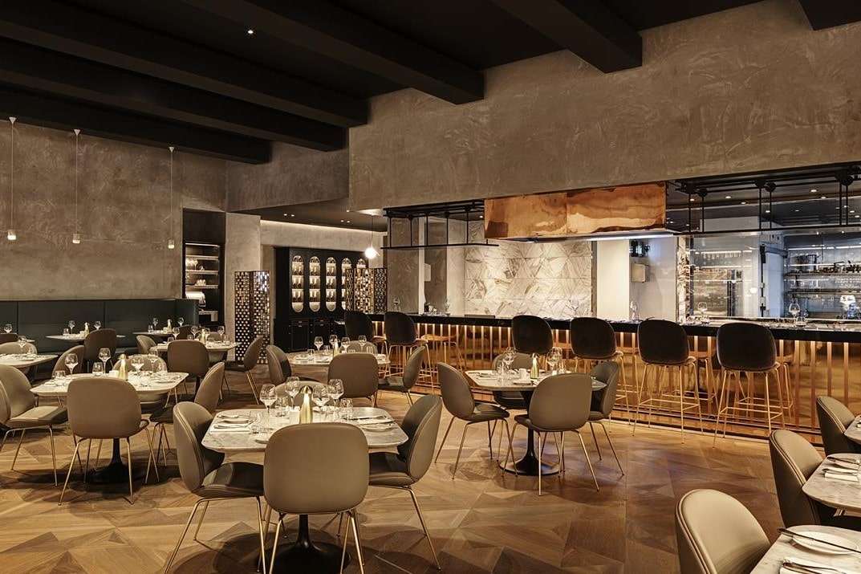 tables-in-fancy-harvey-nichols-restaurant-and-bar