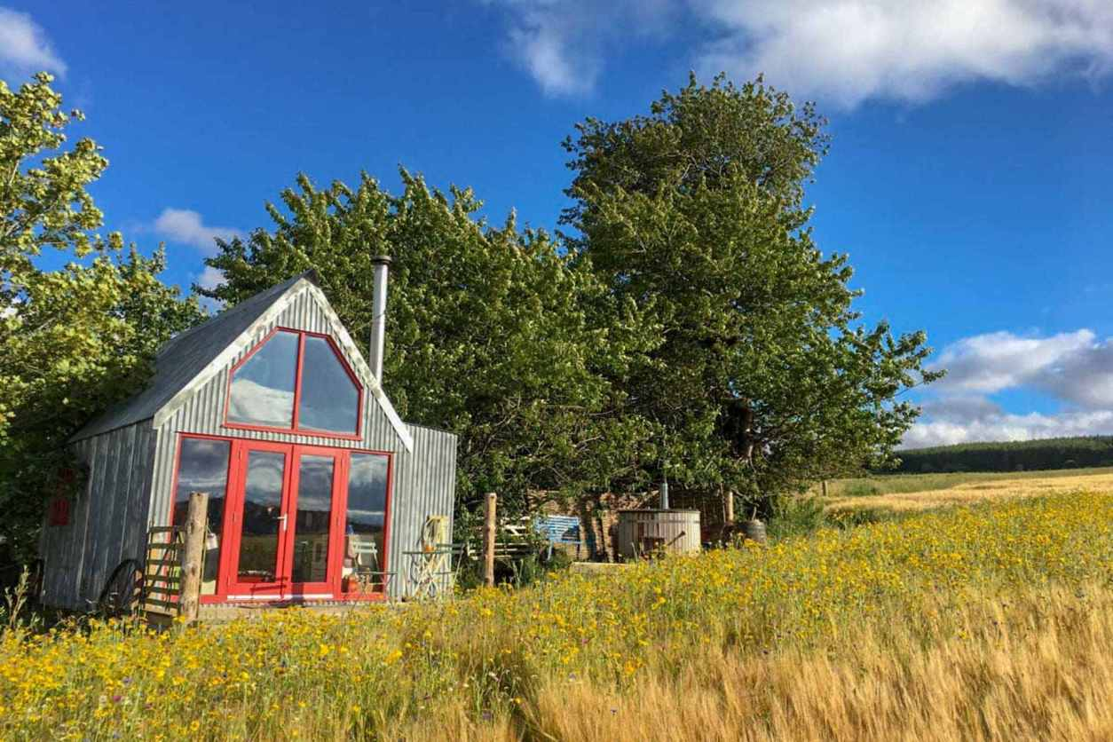 the-sheep-shed-bothy-hut-in-field-in-aberdeenshire