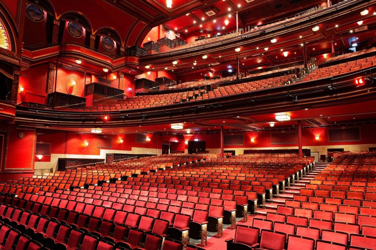 theatre-interior-with-red-seats-in-mayflower-theatre