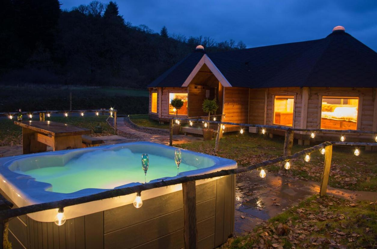 woodcock-lodge-lit-up-at-night-by-fairy-lights-lodges-with-hot-tubs-scotland