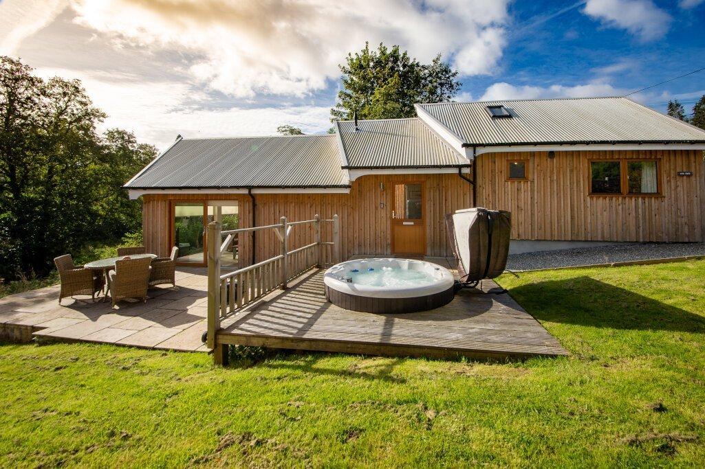 yew-tree-lodge-with-patio-and-hot-tub-lodges-with-hot-tubs-scotland