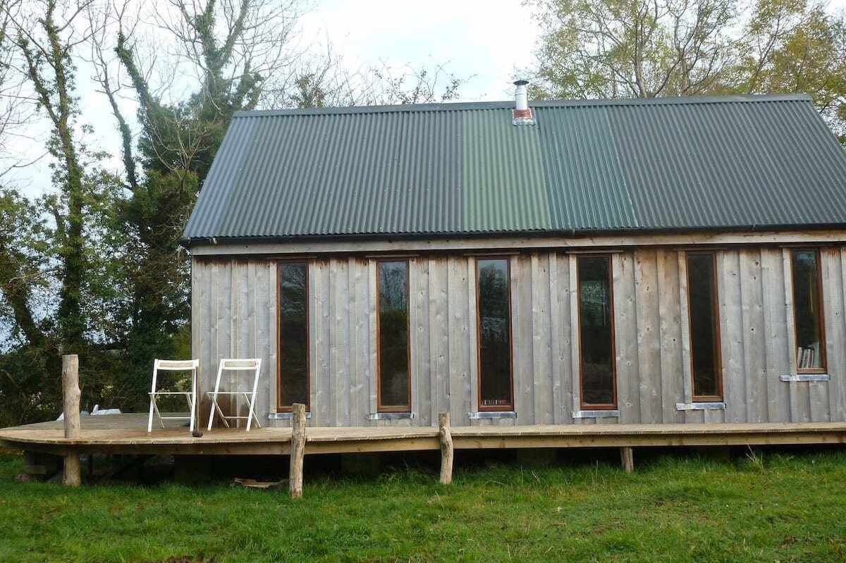 badgers-hill-chalet-on-decking-in-field