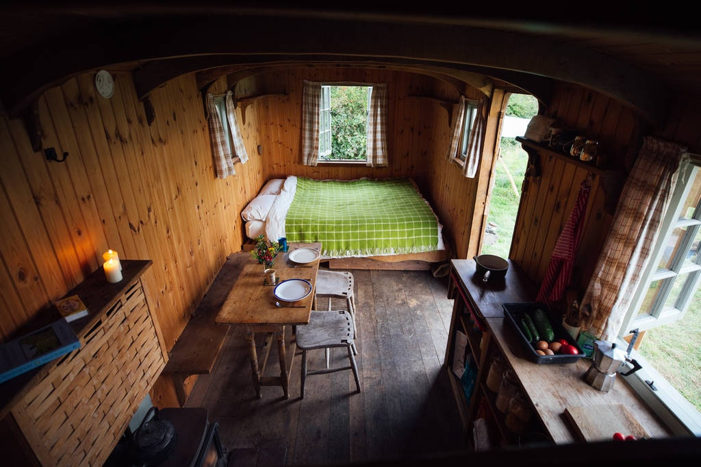 bed-kitchen-and-living-area-inside-wellingham-wagon