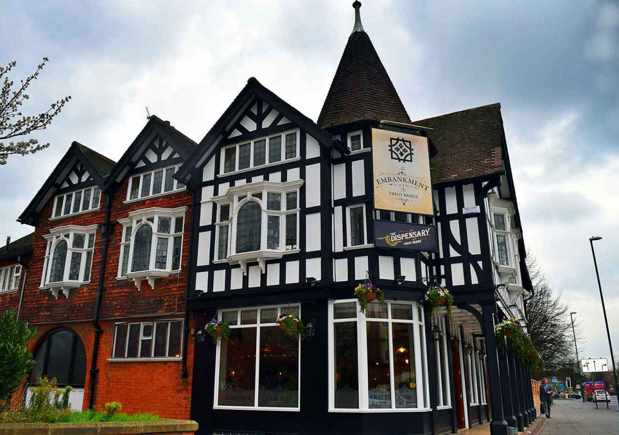 black-and-white-timber-building-the-embankment-pub