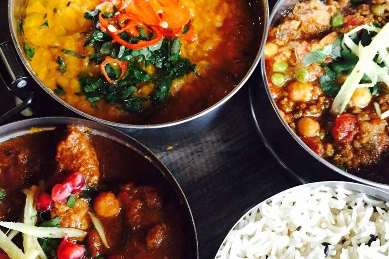 bowls-of-curry-and-rice-at-mowgli-street-food