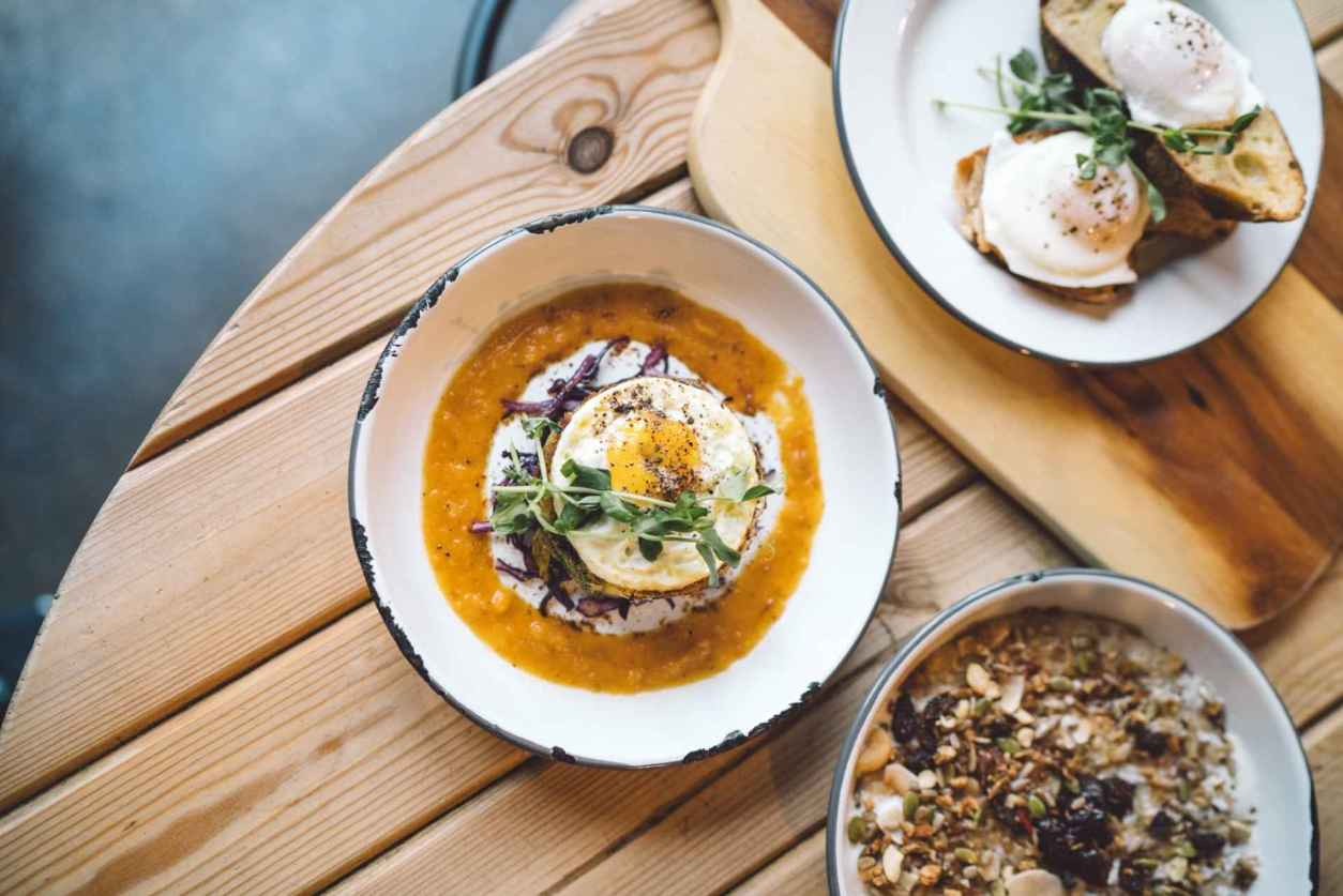 bowls-of-food-at-the-grub-and-grog-shop-vegan-restaurants-leeds