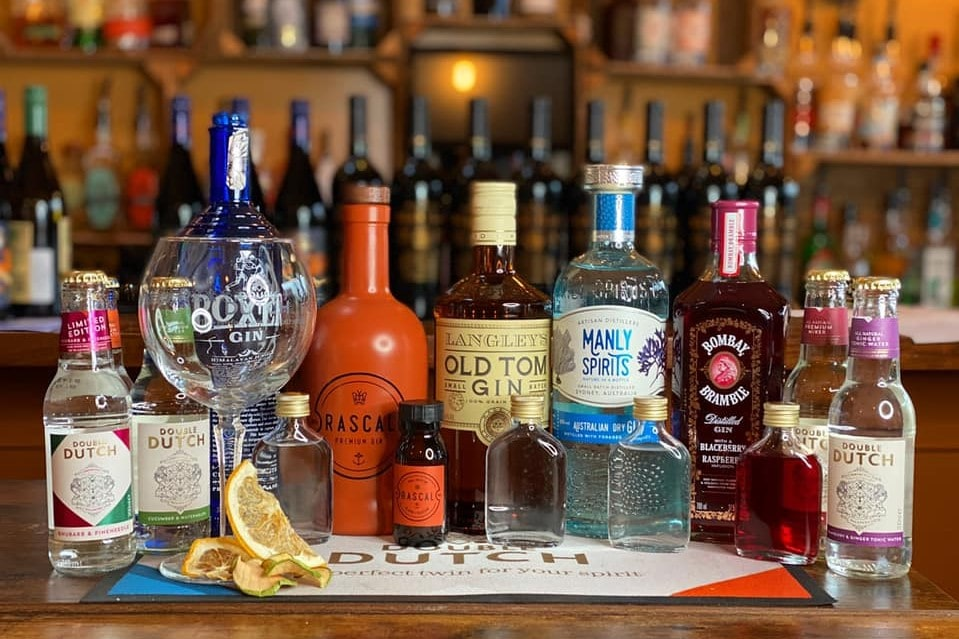 cocktails-on-bar-of-the-pickled-olive-bar