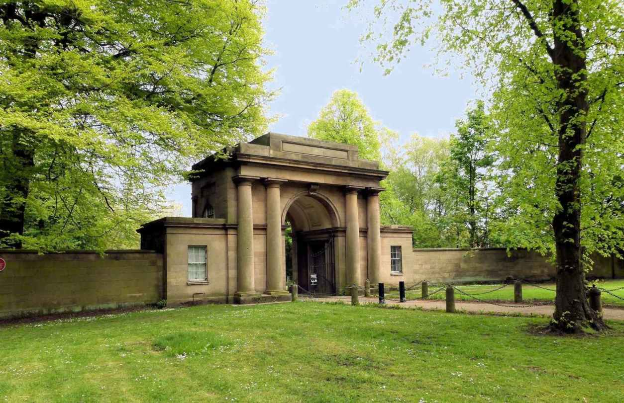 grand-lodge-entrance-to-heaton-park