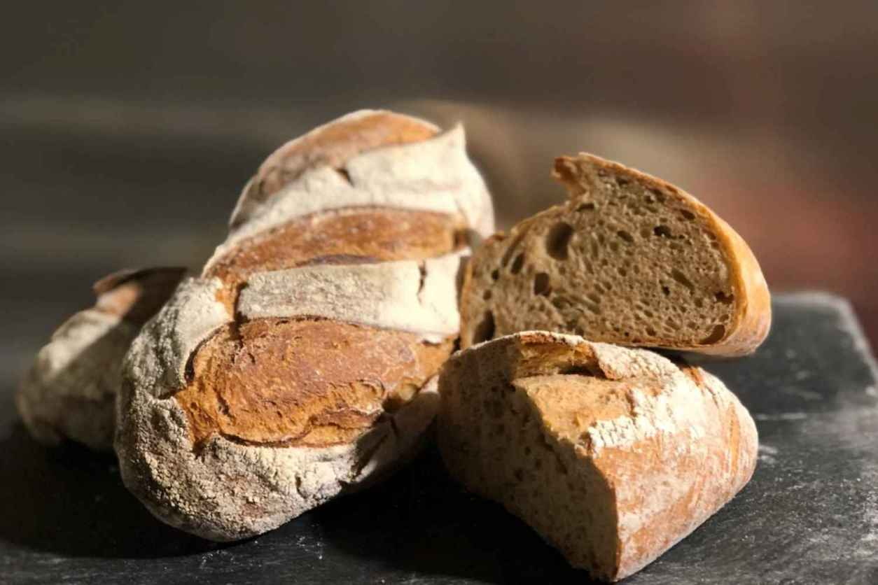 homemade-bread-on-slate-at-panypiu-bakery