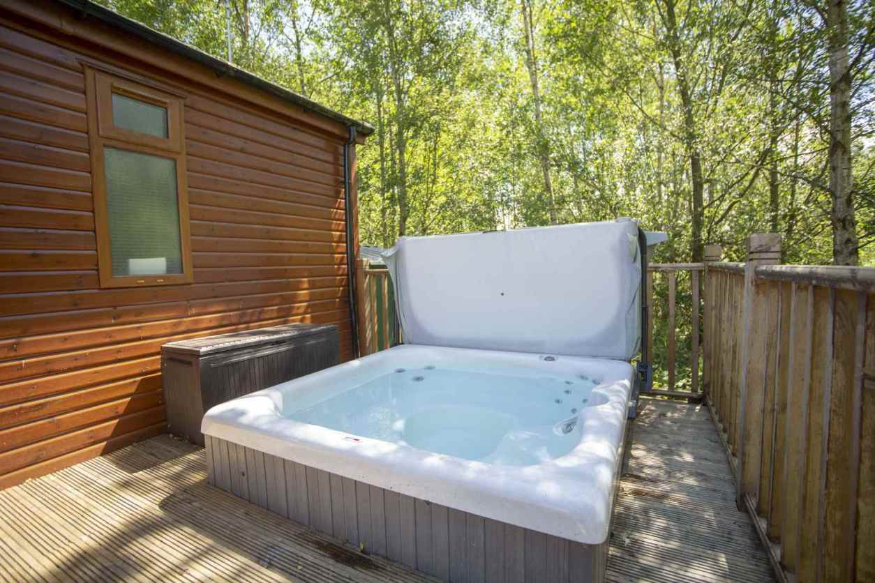 hot-tub-in-decking-of-puddleduck-lodge-lodges-with-hot-tubs-northumberland