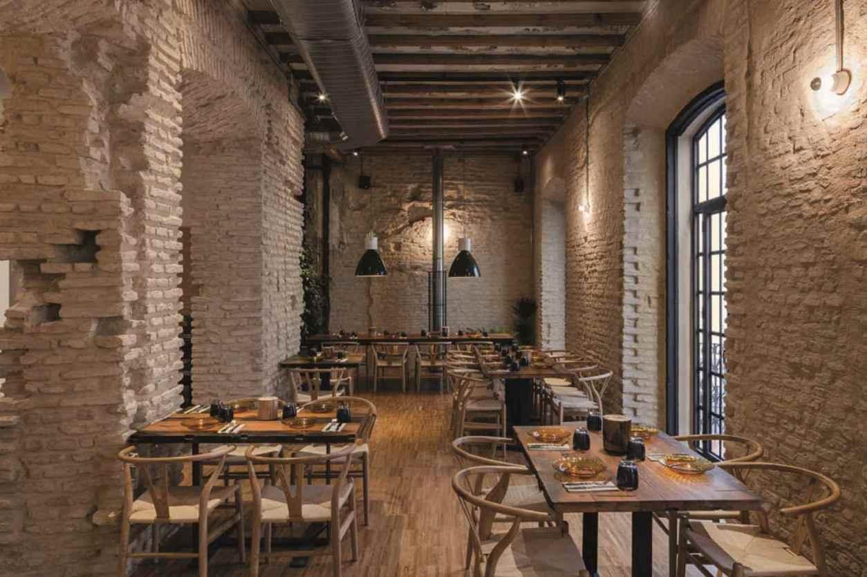 interior-of-pierro-viejo-restaurant-with-exposed-brick-walls