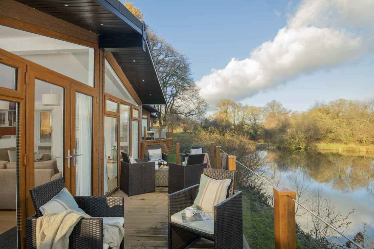 outdoor-furniture-on-decking-of-waters-edge-lodge-at-lakeview-manor-by-lake