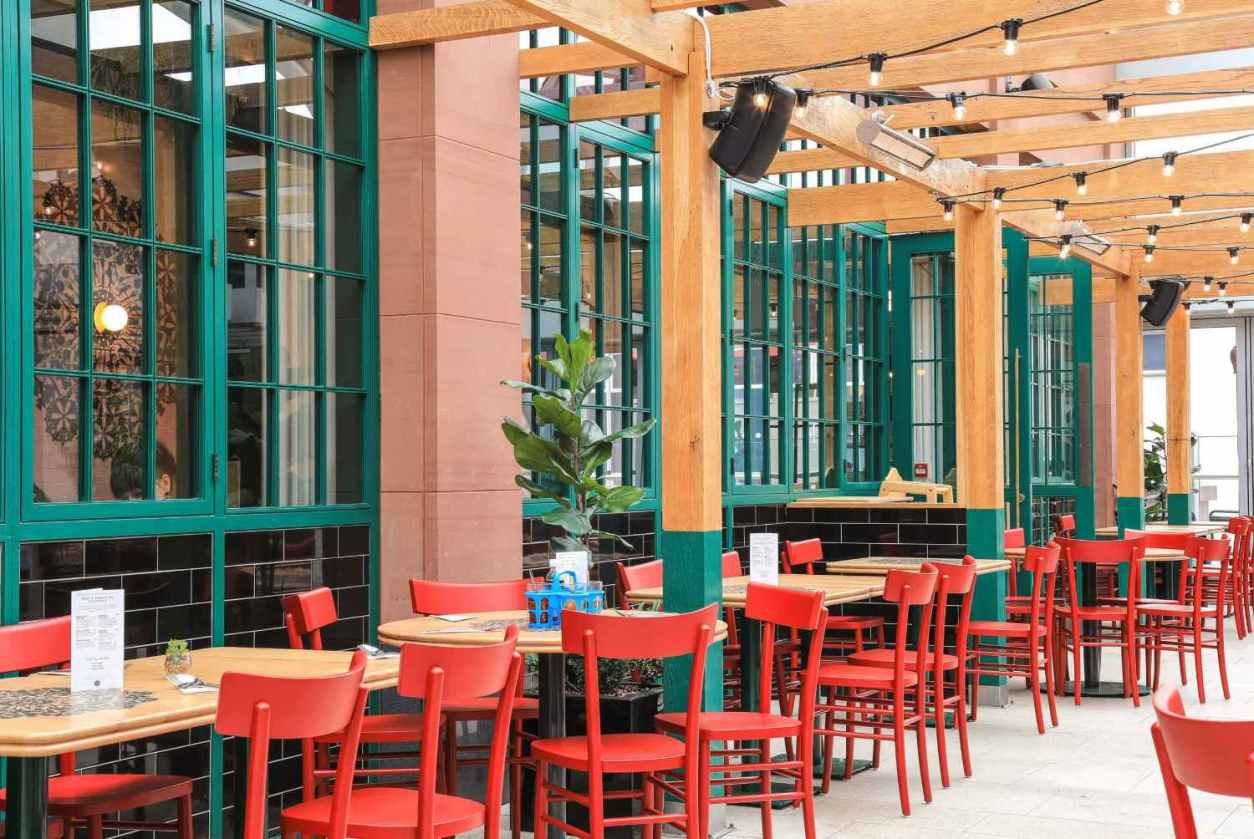 restaurant-tables-with-red-seats-at-rosas-thai-cafe
