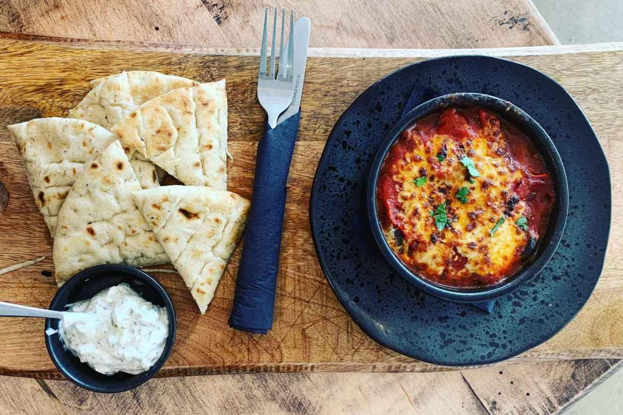 sans-patrie-flatbread-and-tapas-on-restaurant-table-vegan-restaurants-nottingham