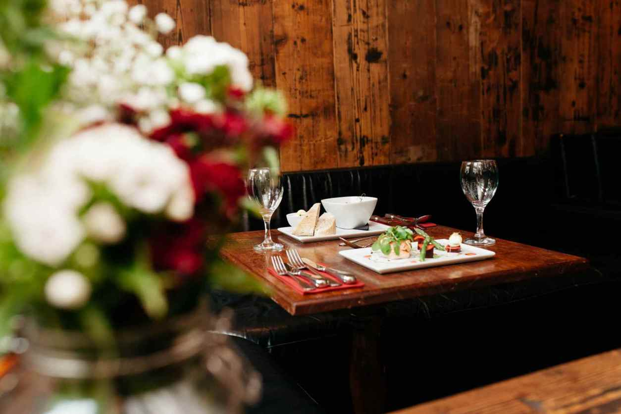 silversmiths-restaurant-tabe-with-wooden-wall-behind