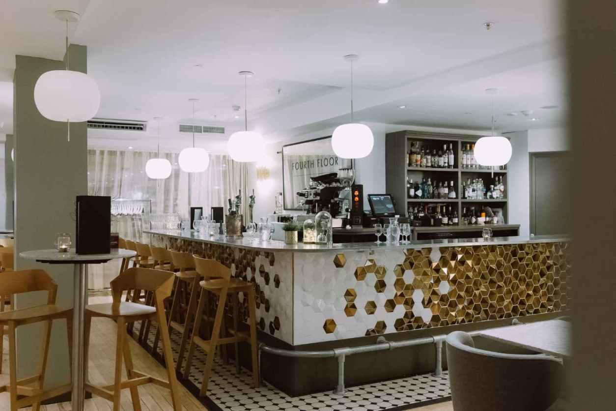 sleek-interior-of-harvey-nichols-fourth-floor-bar