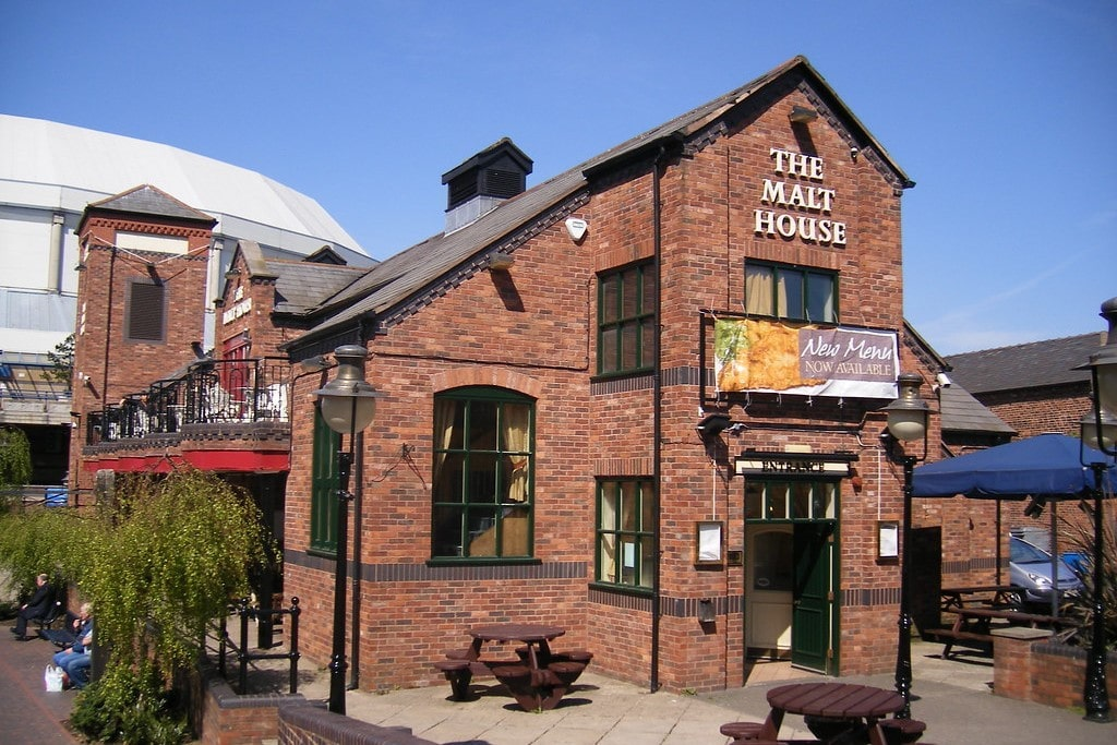 the-malt-house-pub-with-roof-terrace-to-side