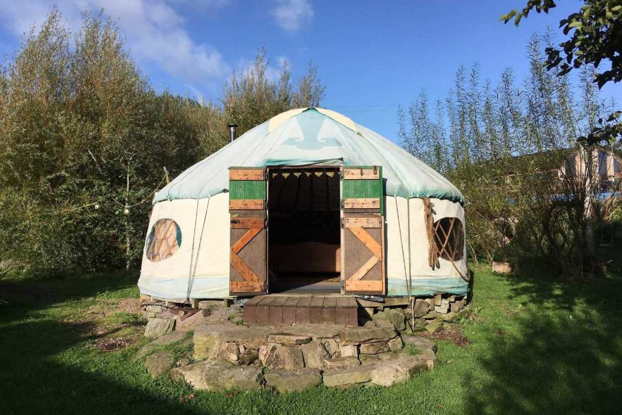 woodland-yurt-on-stones-at-inch-hideaway