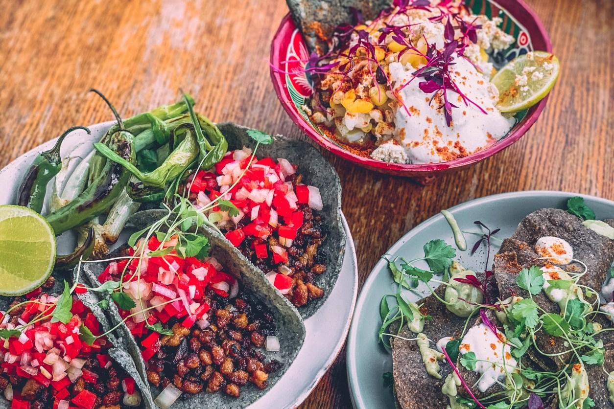 bowls-of-food-on-table-of-bendito-maiz-best-vegan-restaurants-brighton