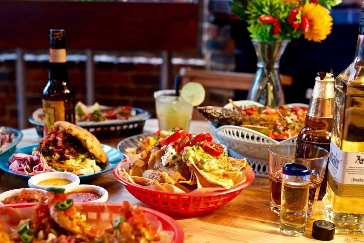 bowls-of-mexican-food-and-drinks-at-la-choza-best-vegan-restaurants-brighton