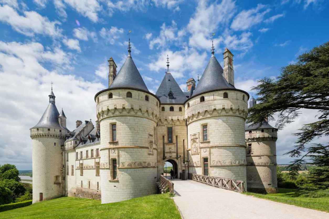 bridge-leading-to-château-de-chaumont-on-sunny-day-chateaux-of-the-loire-valley